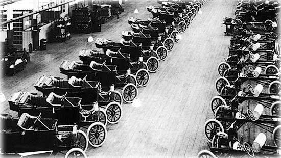 Многие американцы считают Генри Форда изобретателем автомобиля